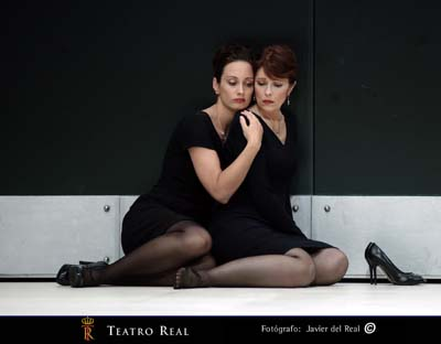 Agneta Eichenholz (Lulu) i Jennifer Larmor (comtessa Geschwitz) a la Lulu del Teatro Real