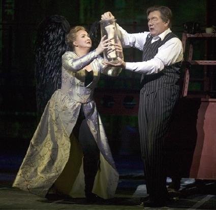 Iréne Theorin (Brünnhilde) i James Johnson (Wotan) amb el braç d'Alberich