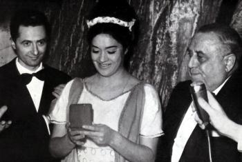 Fiorenza Cossotto rebent la medalla d'or del Gran Teatre del Liceu