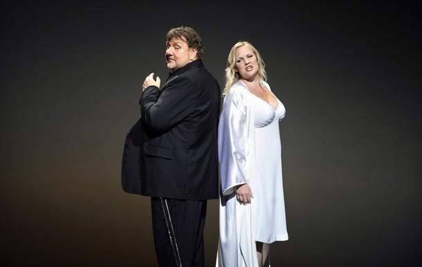 Ben Hepner (Siegfried) i Emma Vetter (Gutrune)