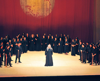 Il Trovatore, primera escena del segon acte. Foto Liceu