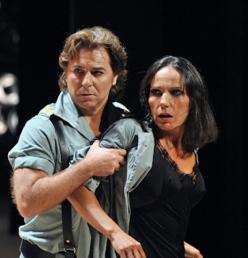 Roberto Alagna (Don José)-Beatriz Uria Monzón (Carmen), a la Carmen del Liceu . Foto A.Bofill