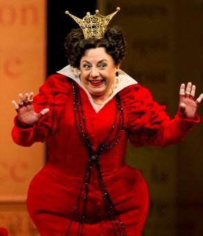 La genial Ewa Podles com a Madame de la Haltiere a la Cendrillon de la ROH, producció de Laurent Pelly