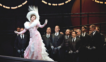 Anna Netrebko, Manon al MET 2012. Producció de Laurent Pelly. Hanna Glawari o Manon?