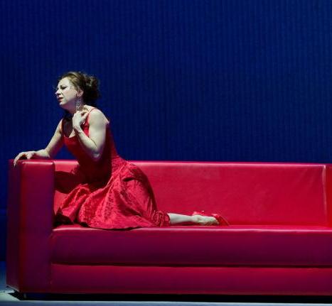Natalie Dessay (Violeta) a La Traviata deñ MET 2012. Producció de Willy Decker Foto Ken Howard MET