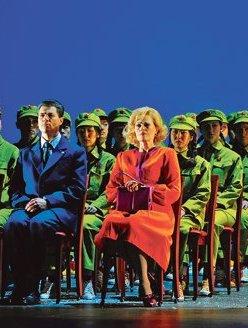 Sumi Jo, Franco Pomponi i June Anderson a Nixon in China (Théâtre Châtelet Paris 2012) photo : Marie-Noëlle Robert/Théâtre du Châtelet