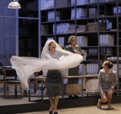 Patricia Petibon (Susanna) a Le Nozze di Figaro a Aix-en-Provence 2012. Producció de Richard Brunel foto:© Pascal Victor / Artcomart