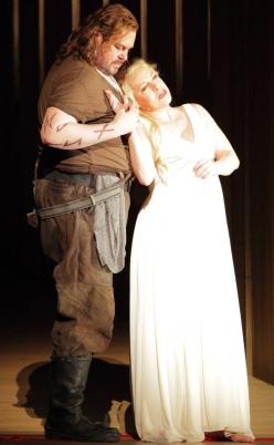 Gould (Siegfried) i Stemme (Brünnhilde) a Götterdämmerung a Munic 2012. Foto Wilfried Hösl