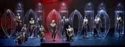 Babylon, a la Bayerischen Staatsoper, producció de Carlus Padrissa, vestuari de Chu Uroz i escenografia de Roland Olbeter.