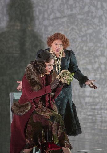 Stephanie Blyte i Sondra Radvanovsky a Un ballo in maschera, producció de xx per el MET. Fotografia Ken Howard