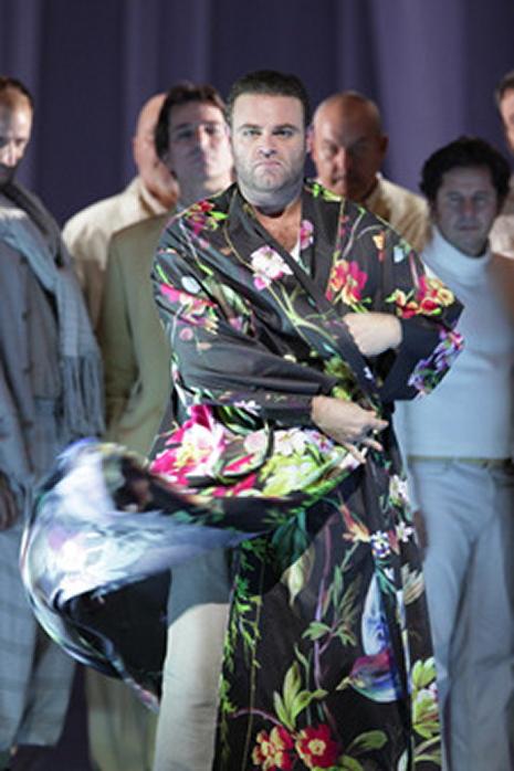 Joseph Calleja, Il Duca a Rigoletto a Munic 2012, producció d'Árpád Schilling. Fotografia Wilfried Hösl