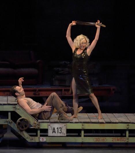 Nikolai Schukoff (Don José) i Anna Caterina Antonacci (Carmen) a l'Òpera de Paris, producció de Yves Beaunesne
