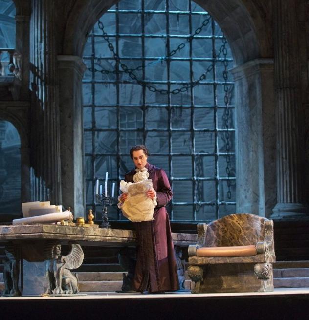 Giuseppe Filianoti (Tito) a La Clemenza di Tito al Metropolitan Operra House. Producció de Gianpierre Ponnelle. Fotografia: (Metropolitan Opera, Ken Howard/ Associated Press )