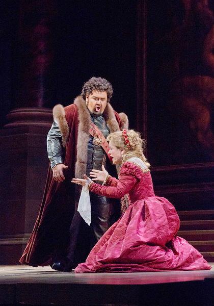 Johan Botha (Otello) i Renée Fleming (Desdemona) al tercer acte d'Otello al MET. Producció de Elijah Moshinsky. Fotografia Ken Howard/MET