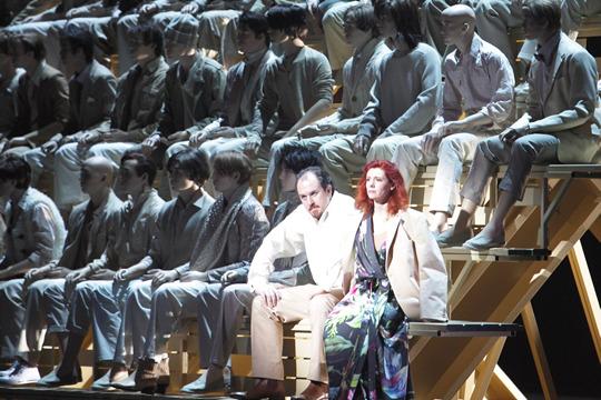 Fanco Vassallo (Rigoletto) i Patricia Petibon (Gilda) en la producció d'Árpád Schilling per a Munic. Foto Wilfried Hösl
