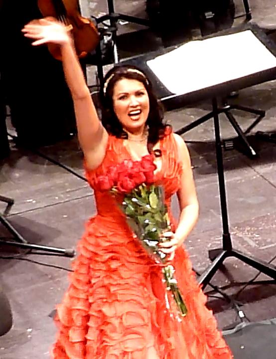 L'exultant Anna Netrebko al final de Iolanta al Gran Teatre del Liceu, 10 de gener de 2013. Fotografia gentilesa de Josep (El cafè de nit)