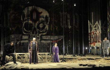 Andeka Gorrotxategui, Giacomo Prestia, Maria AGresta i Artur Rucinski a I Masnadieri a La Fenice, producció de