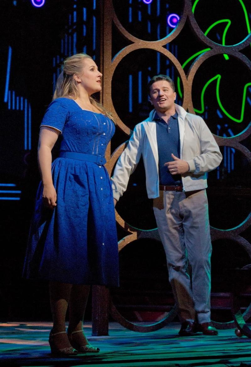 Diana Damrau (Gilda) Piotr Beczala (Duca) al Rigoletto del MET 2013. Producció Michael Mayer, fotografia Ken Howard/MET