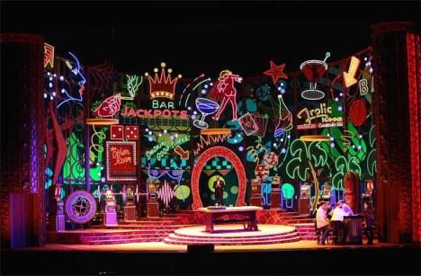 Rigoletto al MET 2013, producció de Michael Mayer, escenografia de Christine Jones Fotografia de ken Howard/MET