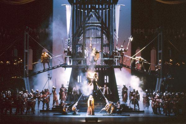 Francesca da Rimini, acte 2on. Producció de Piero Faggioni (1984). Escenografia de i vestuari de