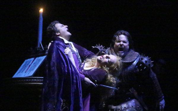 Marcello Giordani (Paolo), Eva-Maria Westbroek (Francesca) i Mark Delavan (Giovanni) a la darrera escena de l'òpera. MET 2013