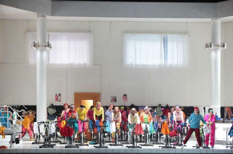 Der Fliegende Holländer, acte 2on, a la Staatsoper de Munic, producció de Peter Konwitschny. Foto de © Wilfried Hösl