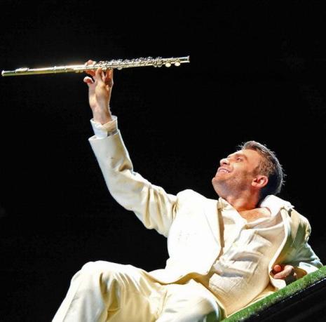Pavol Breslik (Tamino) a Die Zauberflöte al Festival de Baden-Baden, produció de Robert Carsen Foto: © Andrea Kremper