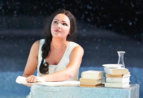 Anna netrebko (Tatiana), acte 1er Eugen Onegin a la Staatsoper de Viena. Producció de Falk Richter. Fotografia: Michael Pöhn/Wiener Staatsoper
