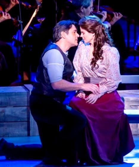 Nathan Gunn i Kelli O'Hara a Carrousel. Lincoln Center 2013. Foto  CHRIS LEE