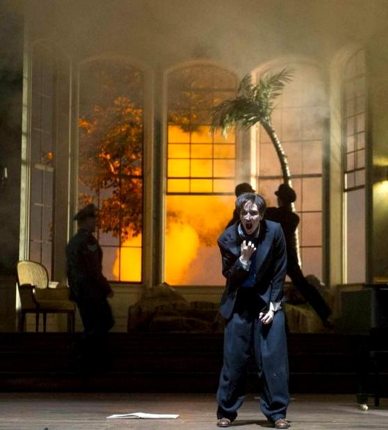 Kate Lindsey, el compositor  al final del pròleg d'Ariadne auf Naxos al Festival de Glyndebourne 2013. Producció de Khatarina Thoma