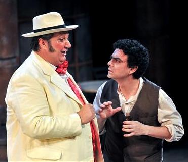 Ambrogio Maestri i Rolando Villazón a L'elisir d'amore al Liceu 2013. Foto Antoni Bofill