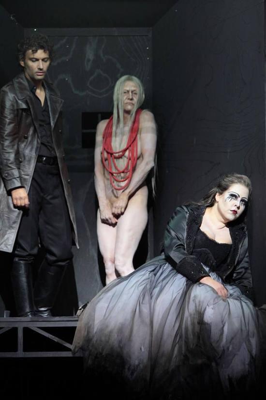 Kaufmann, la mare de la criatura amb la llonganissa (cordó umbilical) i Minastina (Azucena) a Il Trovatore segons (mai més ben dit) Olivier Py