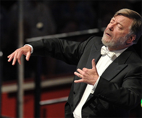 Andrew Davis el 27 d'agost de 2013 al Royal Albert Hall, dirigint Billy Budd. Fotografia de Chris Christodoulou/BBC