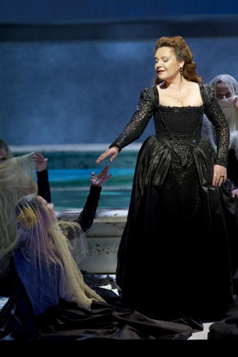 Ekaterina Semenchuk (La principessa Eboli) al Don Carlo a Salzburg 2013. Foto Monika Rittershaus
