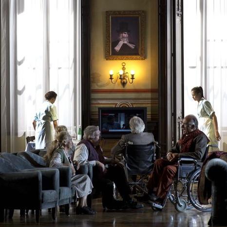 Falstaff a Salzburg 2013. Producció de Damiano Michieletto, escenografia de Paolo Fantin