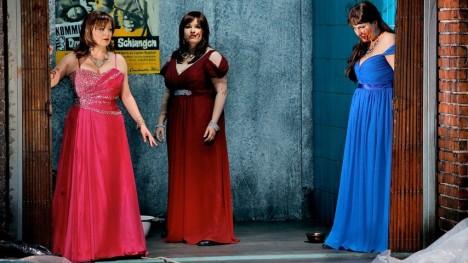 Götterdämmerung a Bayreuth 2013, producció  de Frank Castorf 1. Norna (Okka von der Damerau),  2. Norna (Claudia Mahnke) i  3. Norna (Christiane Kohl)