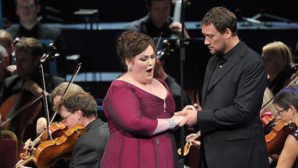Heidi Melton  (Elisabeth) i Ain Anger (Landgraf) al Tannhäuser dels Proms 2013. Foto Chris Christodoulou