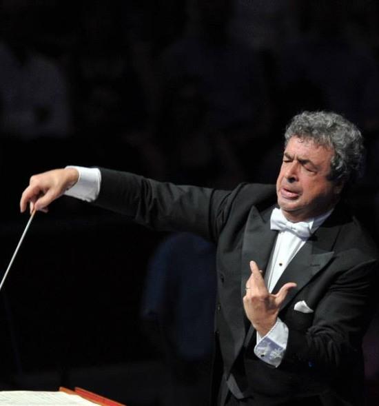 Semyon Bychkov dirigint TRistan und Isolde als PROMS 2013 Foto: BBC/Chris Christodoulou