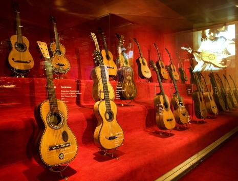 Sala de les guitarres del Museu de la Música. Fotografia gentilesa del Museu de la Música de Barcelona