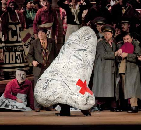 El nas de Dmitri Xostakòvitx al MET, producció de William Kentridge