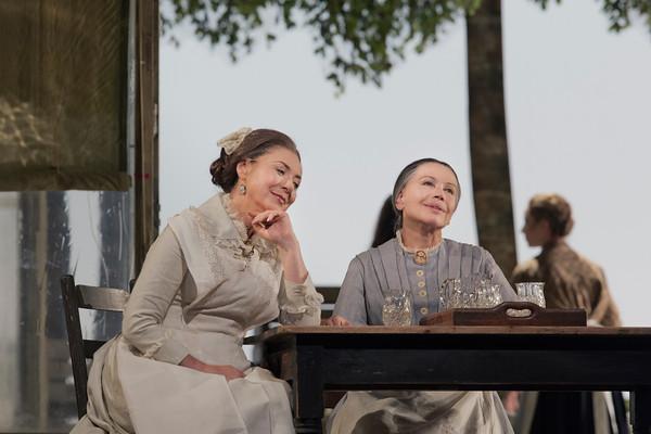 Zaremba i Diadkova a l'acte 1er d'Eugene Onegin al MET 2013. Foto Ken Howard/MET