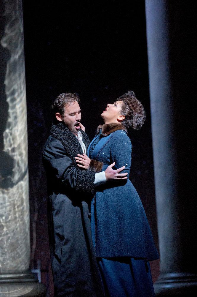 Mariusz Kwiecień i Anna Netrebko a Eugene Onegin MET 2013. Producció de Deborah Warner. Fotografia Ken Howard/MET