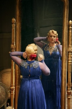 Diana Damrau (Vileta Valéry) a La Traviata del Teatro alla Scala, produció de Dmitri Tchernuakov