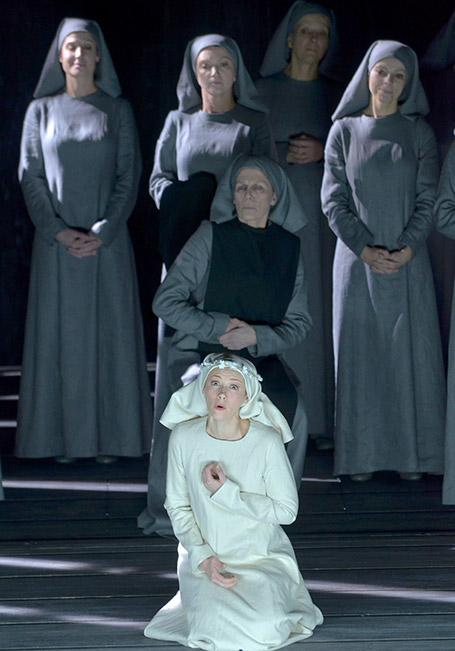 tricia Petibon ( Blanche de la Force ) a Dialogues de Carmélites, au Théâtre des Champs Elysées de Paris. © Vincent Pontet/WikiSpectacle