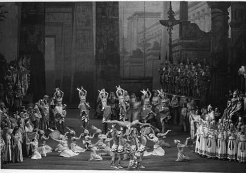 Aida, acte 2on escena 2ª al Metropolitan Opera House l'any 1940