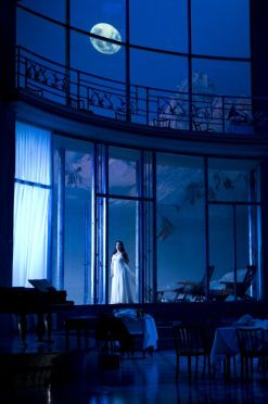 La sonnambula, producció de Marco ARturo Marelli. Fotografia de Bill Cooper ROH