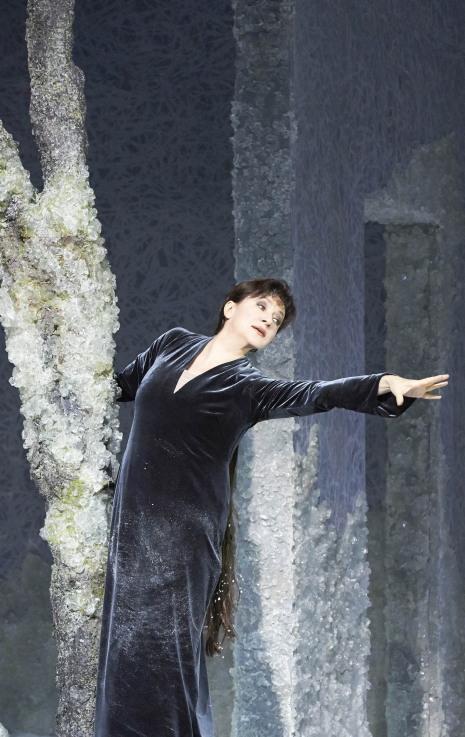 Krassimira Stoyanova com a Rusalka a la Staatsoper de Viena. Producció de Sven-Eric Bechtolf  Fotografia: Wiener Staatsoper