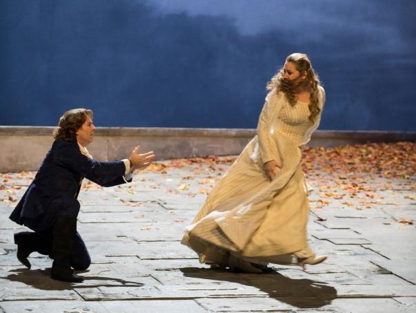 Roberto Alagna i Karine Deshayes en el segon acte de Werther a l'ONP Foto ©Julien Benhamou/Opéra national de Paris