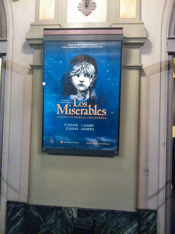El cartell de Les Miserables, que es representarà l juliol/agost de 2014 ja llueix a la façana del Liceu (març de 2014) Foto BV