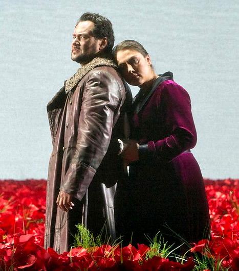 El príncep Igor, acte 2: Ildar Abdrazakov i Oksana Dyka. Producció de Dmitri Tcherniakov, Fotografia Cory Weaver/Metropolitan Opera